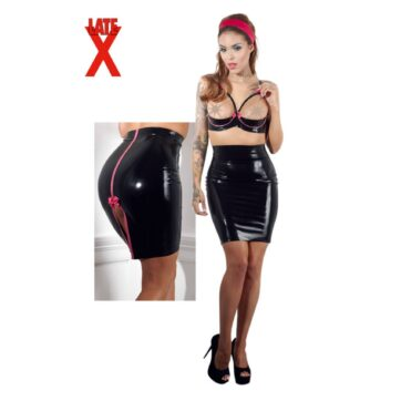 Latex nederdel med lyserøde detaljer